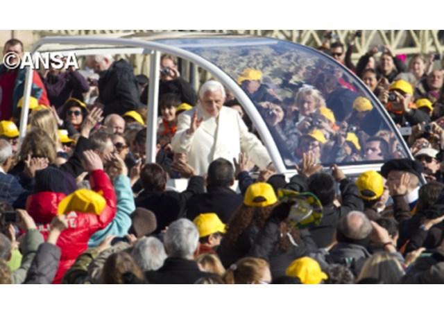 ĐTC on Popemobile