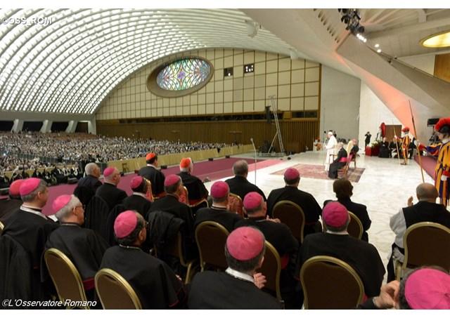 Đức Thánh Cha tiếp các tu sĩ dịp bế mạc Năm Đời Sống Thánh Hiến