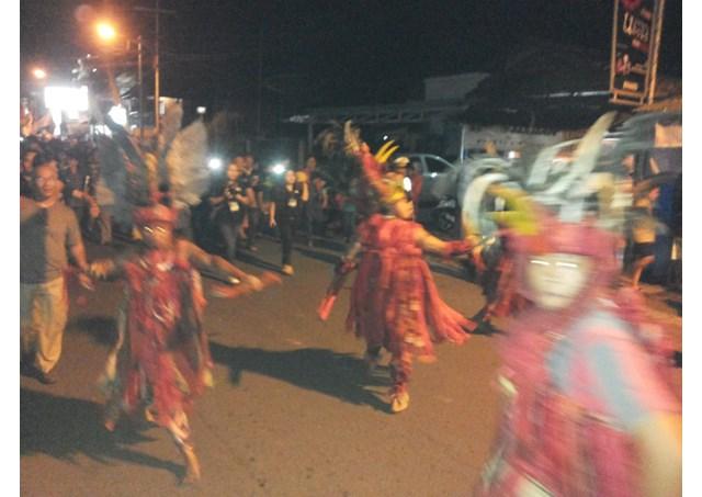 Múa tiếp đón khách tại ngày Giới trẻ Indonesia